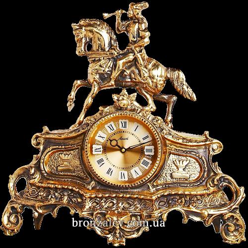 Часы на камин из бронзы — «Трубач на охоте»