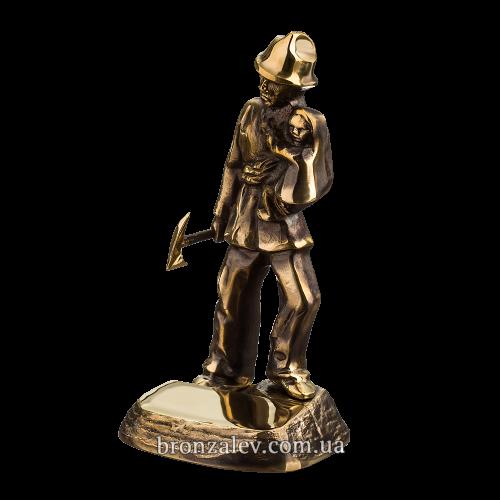 Бронзовая статуэтка - «Пожарный спасатель» с местом для гравировки