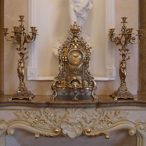 Каминные бронзовые часы с 2 бронзовыми канделябрами для 6 свечей