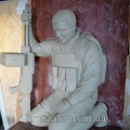 Скульптура воина из глины